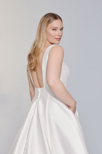 Justin Alexander Signature Style 99179PS Charleston Plus Size Square Neck Stretch Mikado Ball Gown