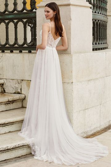 Adore by Justin Alexander Style 11157DT Detachable Chapel Length Train with Bow