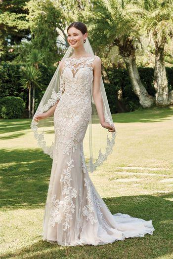 Sincerity Bridal Style 44221V Circular Cut Waltz Length Veil with Lace Trim