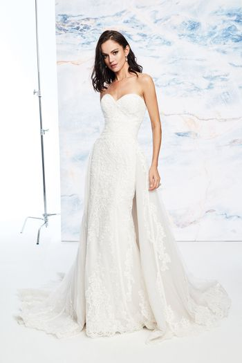 Justin Alexander Signature Style 99077DT Lace Applique Train