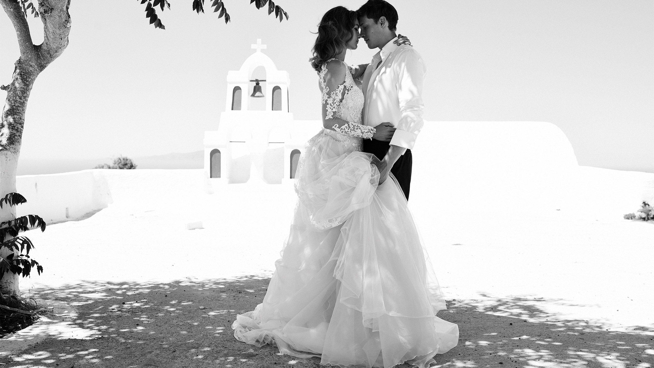 - Stil 8964: Kleid mit cold shoulder, mit Perlen besetzter Spitzenausschnitt, durchsichtige Spitzenärmel und abnehmbare Schleppe