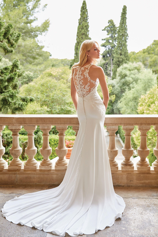 - Stile 44048: Abito da sposa svasato con scollatura gioiello e trasparenze