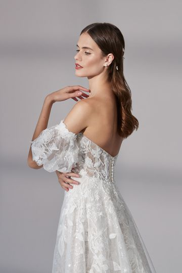 Justin Alexander Signature Style 99185SL Medfield Sleeve Detachable Off the Shoulder Puff Sleeves