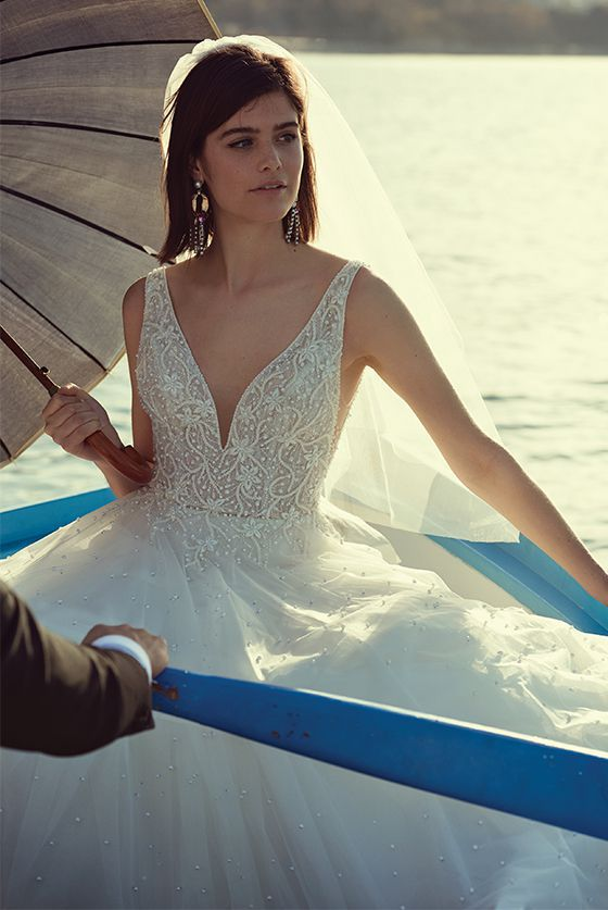 Elegant And Sophisticated Wedding Dresses Justin Alexander