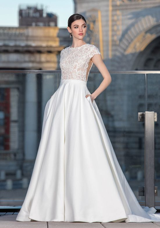 Abiti Da Sposa Justin Alexander.Style 99033 Lace Bodice Ball Gown With Cap Sleeves Justin