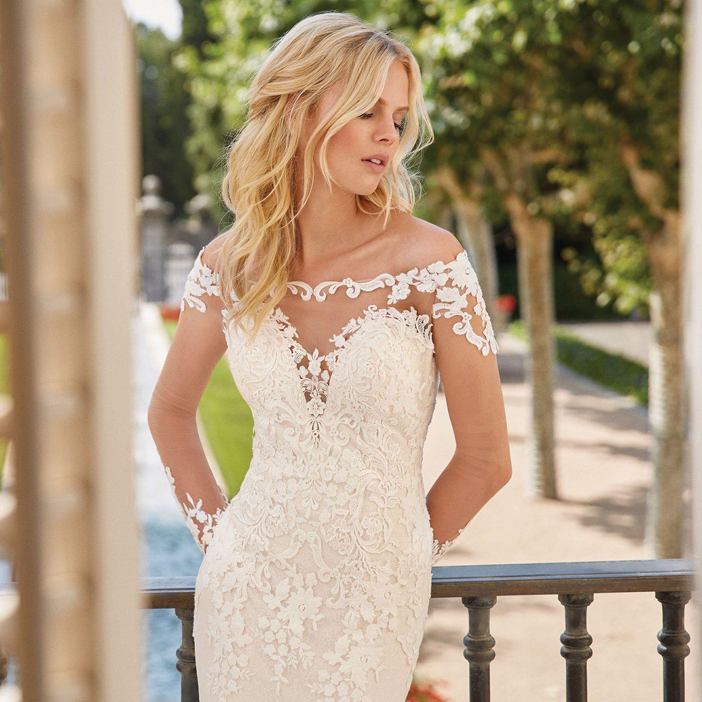 Sincerity Bridal - Style 44059: Robe moulante et évasée avec épaules dégagées illusion en dentelle