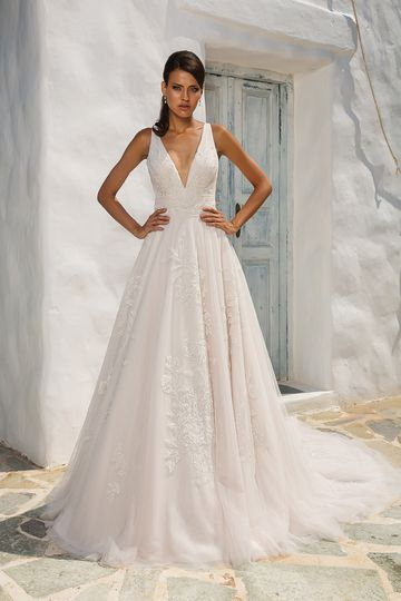 Justin Alexander Style 8953 English Net and Tulle V-Neck Gown with Beaded Lace Appliques