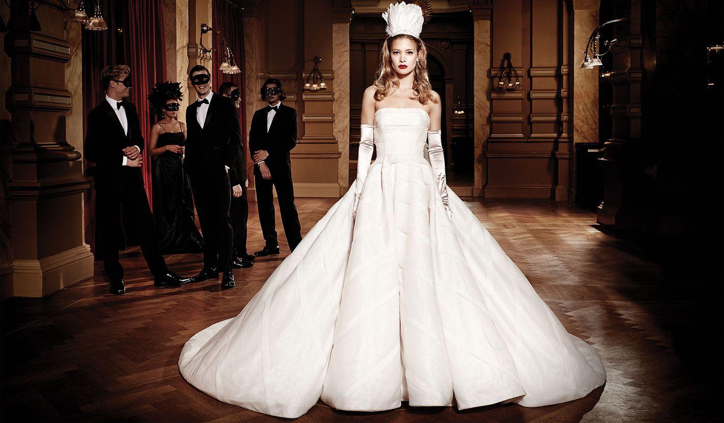 - Stil 8880: Geometrische Organza-Einfassung auf trägerlosem Duchesse-Kleid