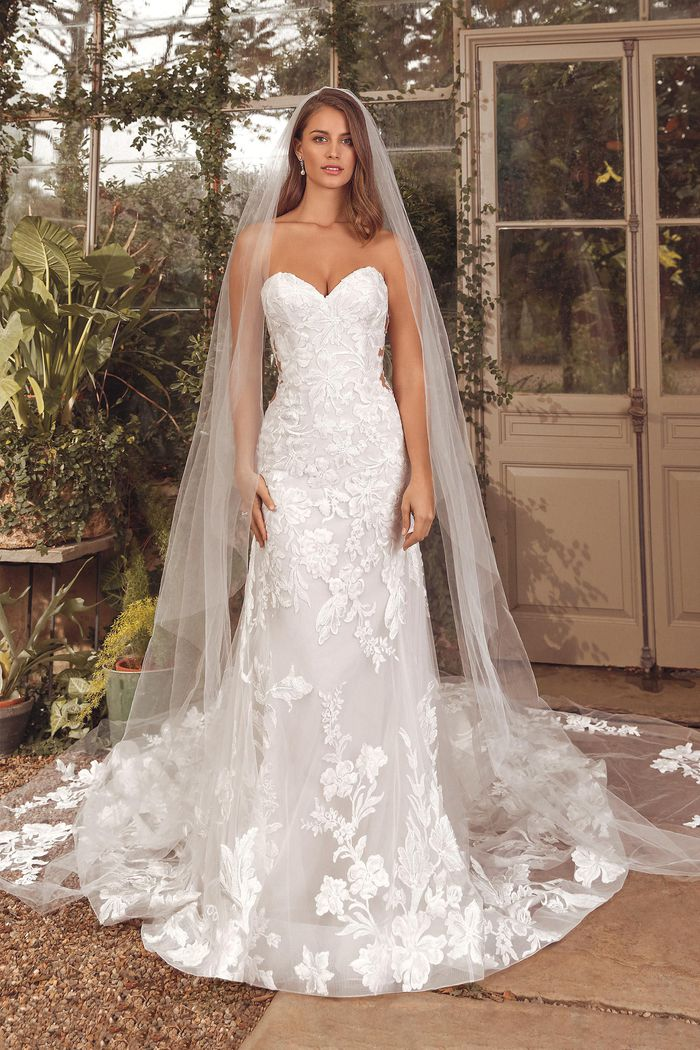 Justin Alexander Style 88154V Amor Veil Cathedral Length Veil with Large Floral appliqués