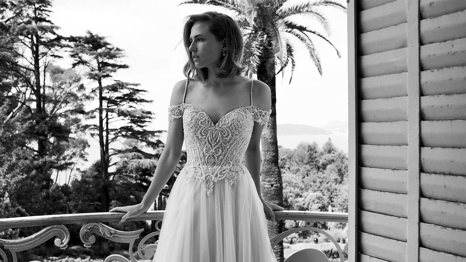 - Stil 88052: Floating Crystal Off the Shoulder Dress