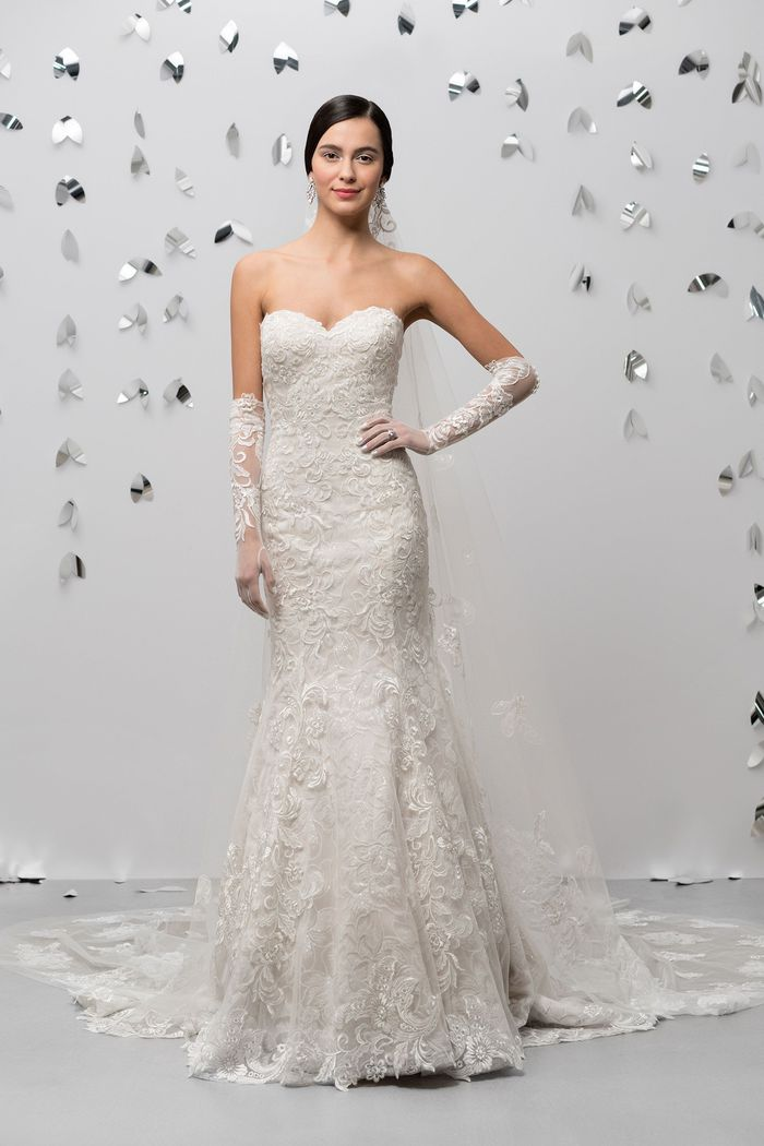 Justin Alexander Signature Style 99018V Floating Applique Veil