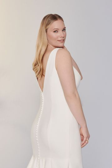 Justin Alexander Signature Style 99118PS Ripley Double Crepe Plus Size Fit and Flare Gown with V-Neckline