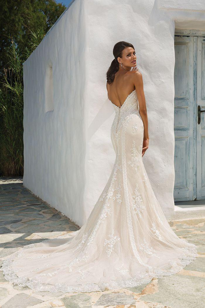 Style 8862: Robe de mariée moulante et évasé