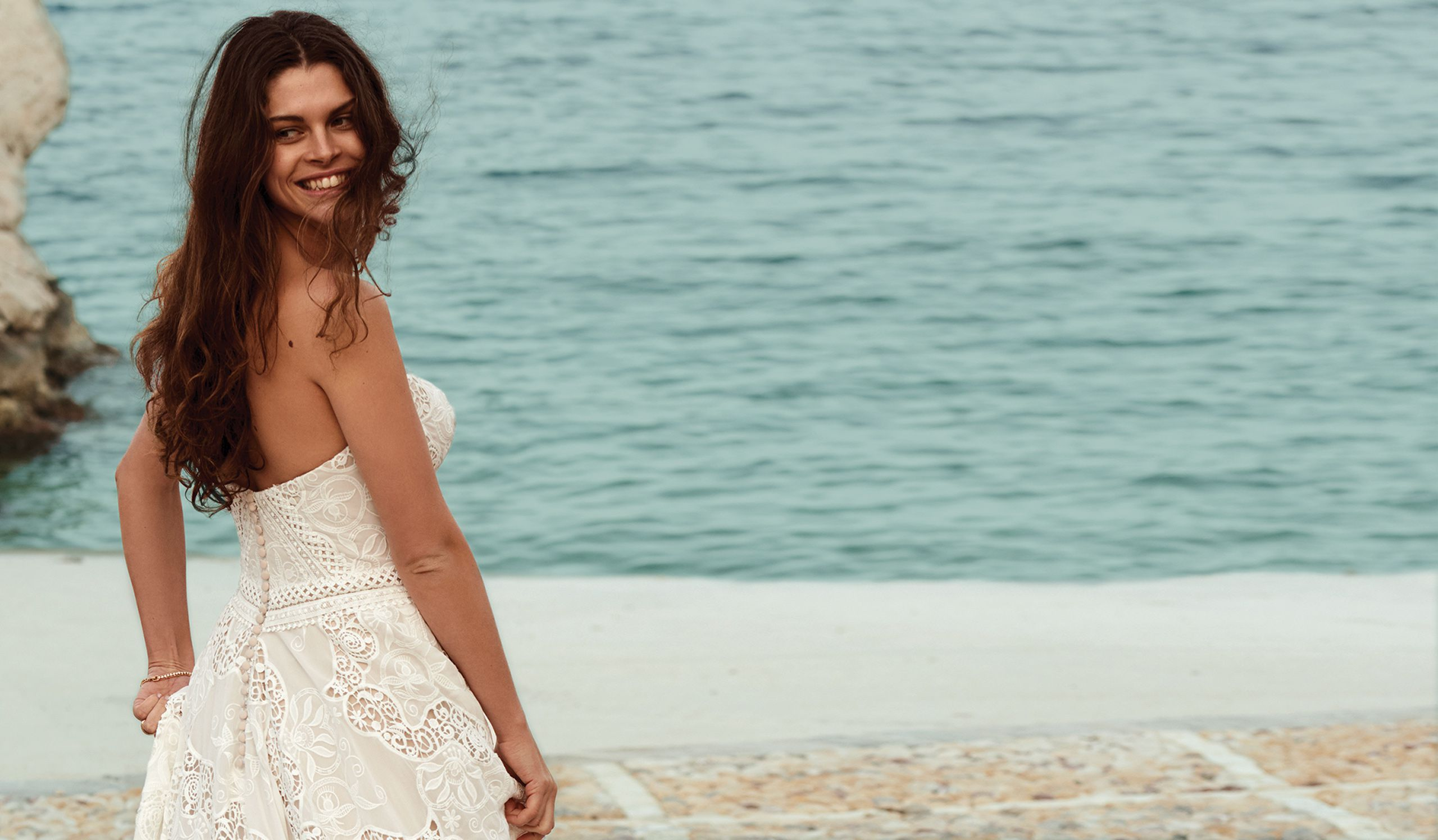 Boho Chic and Romantic Wedding Dresses |