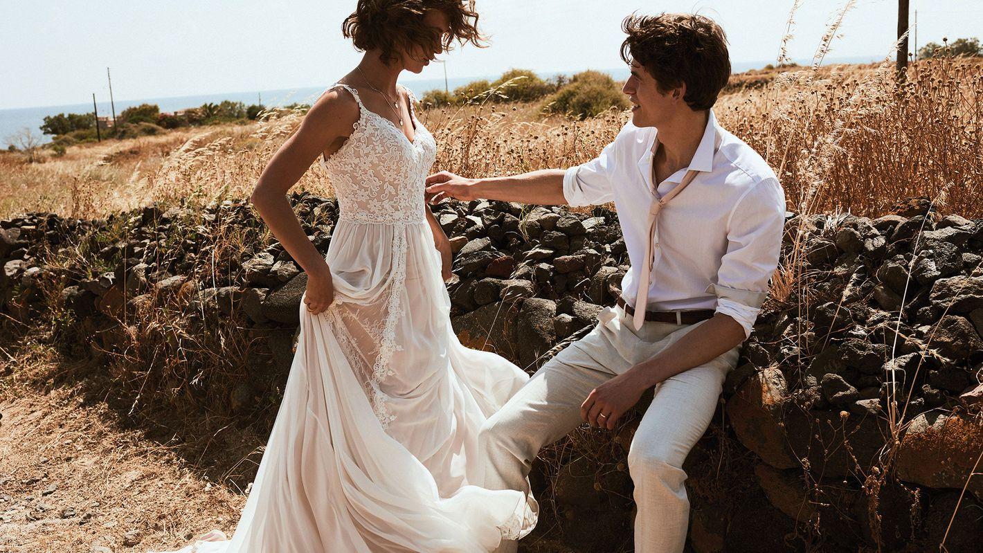 - Stile 6510: Abito da sposa a trapezio in pizzo veneziano